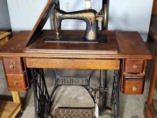1910 Vintage Singer Sewing Machine w  Treadle