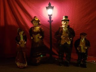 Caroler Family with lamp Post   Velour