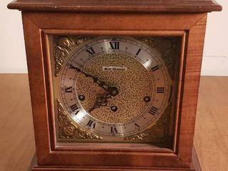 Seth Thomas Wood Mantle Clock w Key   Works   11 x 7x 14 in  tall