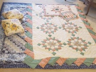 2 Machine Made Quilt Bedspreads   Twin Size Star Pattern w Shaw   Heart Sampler and Blue Diamond  80 x 83 in  w 2 Floral Throw Pillows