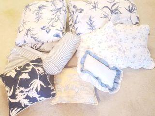 Full Bedspread Set   Spread  2 Pillows  Bedskirt  and 6 Throw Pillows