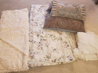 Full Suze Cotton Woven Bedspread  Full Floral Bedspread  White Eyelet Curtains   Bedskirt and 3 Throw Pillows