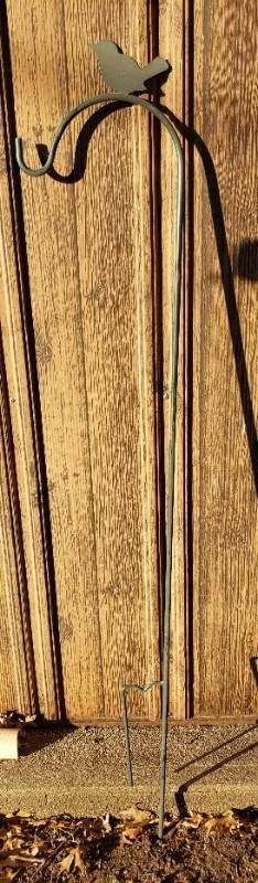 Green Single Hook w Bird Shepherd s Hook   68 in  tall
