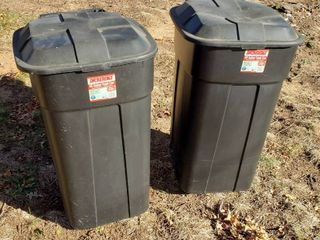 2 Incredible Plastics 45 Gal  Trash Cans w  lid and Wheels