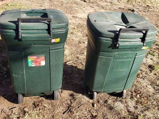 Rubbermaid 45 Gallon Green Roughneck W  lid   Wheels Trash Cans   one lid crushed   broken