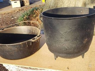 2 Cast Iron Pots   9 x 9 in  Cauldron and 10 x 4 in  Dutch Oven Bottom