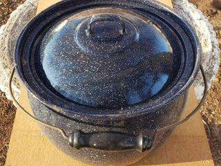 Blue Speckled Boiler Pot W lid   wood handle   11 in  diameter x 8 in  tall