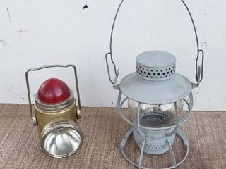 VINTAGE RAIlROAD DRESSEl ARlINGTON NJ OIl KEROSENE lANTERN lAMP   SHEll ONlY   NO INTERIOR PARTS  9 in  tall and ABC BATTERY OPERATED lIGHT  7 in  tall