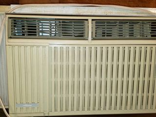 Air Temp Window Unit Air Conditioner   special 120V plug   see pix  Heavy   Bring help to load out   24 x 24 x 17 in  tall   worked when removed from window