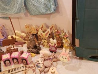 Easter Decorations and large Green Tote included
