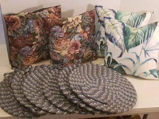 4 Throw Pillows  2 Feather  2 Fiber Filled  and 6 Braided Chair Cushions
