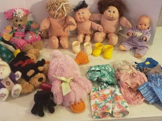 Cabbage Patch Kids   Clothing and Stuffed Animals w  Basket