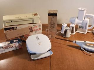 Kitchen Small Appliances   Seal a meal II  Presto Salad Shooter  2 Electric Carving Knives  George Forman Grilling Machine  Pampered Cheff Food Chopper and Oil Separator Cup   appliance all power on
