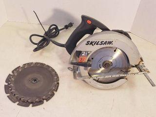 Skilsaw 7 25 in  Circular Saw w blades   works