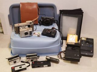 Vintage Cameras  Polaroid  Kodak  Vivitar and Gaf   tote included