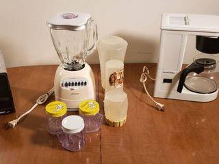 Proctor silex 2 Slice Toaster  Osterizer Blender w Accessories and Proctor silex Coffee Maker   all work