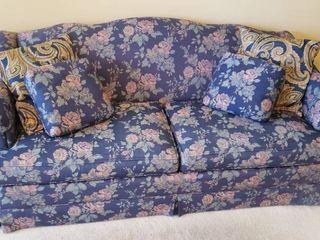 Thomasville 2 Cushion w  4 Throw Pillows   72 x 36 x 33 in  tall