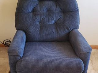 Blue Upholstered lazBoy Rocker Recliner   Seat  20 in    32 x 32 x 38 in  tall   needs cleaned