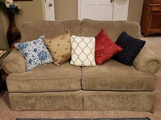 Ashley Furniture loveseat   Extremely Clean
