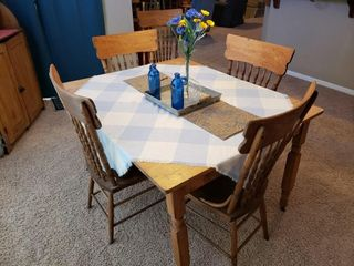 Antique Oak Table   Chairs with 4 leaves