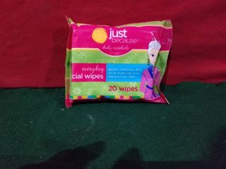 JUST BECAUSE DAIlY ESSENTIAlS EVERYDAY FACIAl WIPES 20 WIPES