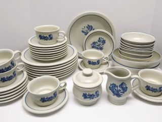 Beautiful Vintage Pfaltzgraff Yorktowne 43 Piece Dinnerware Set