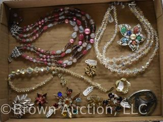 Assortment of jewely incl  necklaces  brooches  pendant  etc