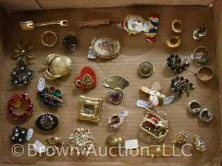 Assortment of jewelry incl  brooches  earrings  etc