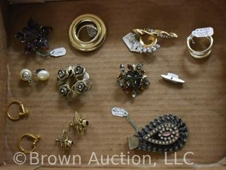Assortment of jewelry incl  scart loops  brooches  earrings  etc