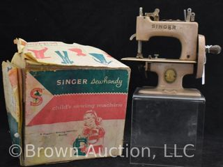 Singer Sewhandy Model 20 Child s Sewing Maching with original box