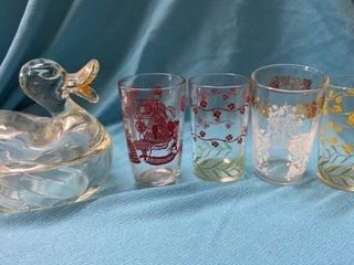 4 VINTAGE JUICE GlASSES AND DUCK CANDY CONTAINER