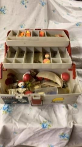 PlANO 3200 TACKlE BOX WITH BOBBERS AND MORE