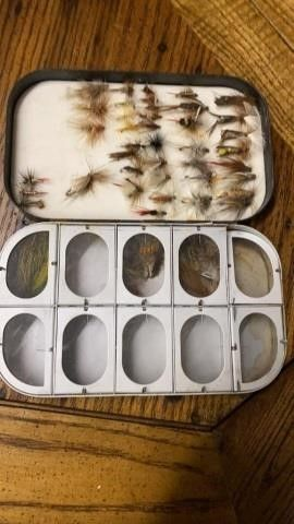 CASE OF FlY lURES