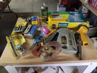 BlACK AND DECKER STAPlE GUN  GARDEN SUPPlIES