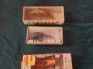VINTAGE FlATFISH lURES IN BOXES