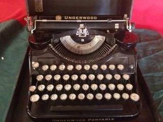 VINTAGE 1948 UNDERWOOD TYPEWRITER  GREAT