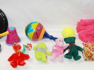 lot of Toys   Frisbee  Yarn  Coin Purse Wallet  2 sm  TY Beanies  Jingle Beanie   2001 Holiday Beanie    More  See Photos