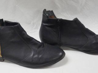 Very Nice G C  Shoes   Boots  Size 8 5
