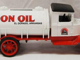 Collectible 1931 Hawkeye lION OIl Tanker  No  1 in Series w  locking Coin Bank w  Key  Die Cast Metal