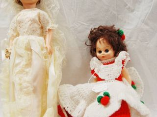 Dolls   Beautiful Bride Doll And a Brown Hair Doll In Red   White Knit Dress