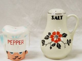 2  Vintage Collectible  Salt and Pepper Shakers   See Photos