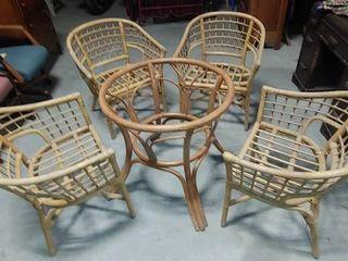 lot of 4 Wide Wicker Chairs   Wicker Centerpiece   Chairs   31  T x 25  W