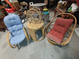 lot of 4 Wicker Furniture Pieces   Rocking Chair  Swivel Chair  End Table    Wine Rack   Chairs   38  T x 20  to 30  W