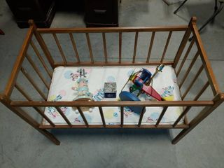 Vintage Wooden Crib With 2 Childrens lamps   a letter Block Coin Bank   Some Damage on Foam Mat   29  x 35  x 19
