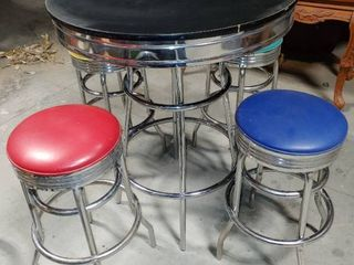 Bar Table with 4 Metal Stools   Table and Stools in Excellent Condition   Table   42  T x 34  W  Stools   29  T x 14  W