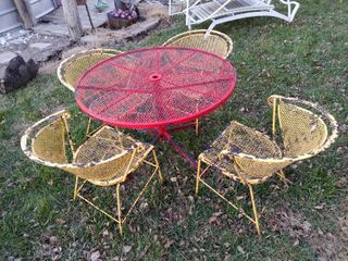 lot of 4 Metal Outdoor Chairs and a Red Metal Table   Chairs   Table 27  Tall