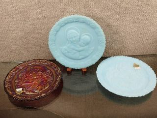 Vintage lot of 3 Fenton Collector Plates W Stands   Mothers Day 1979   1973   Satin Blue  n Red Carnival