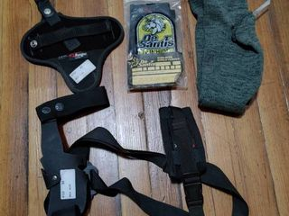 lot of 4 Gun Accessories   Holsters  Speedloader Case  Gun Sock   Bianchi Ranger Series Size No 4  De Saints  Sack Ups