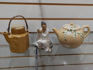 Vintage lot of 3 Oriental Teapot Pots   Figure   4