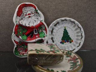 lot of 4 Christmas lot of Napkins  Plates   Trays   Napkins   Plates NIP